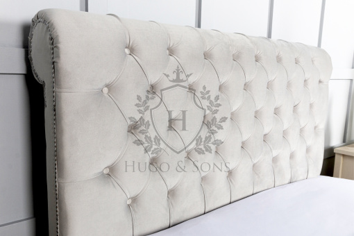 Chesterfield sleigh bed 4